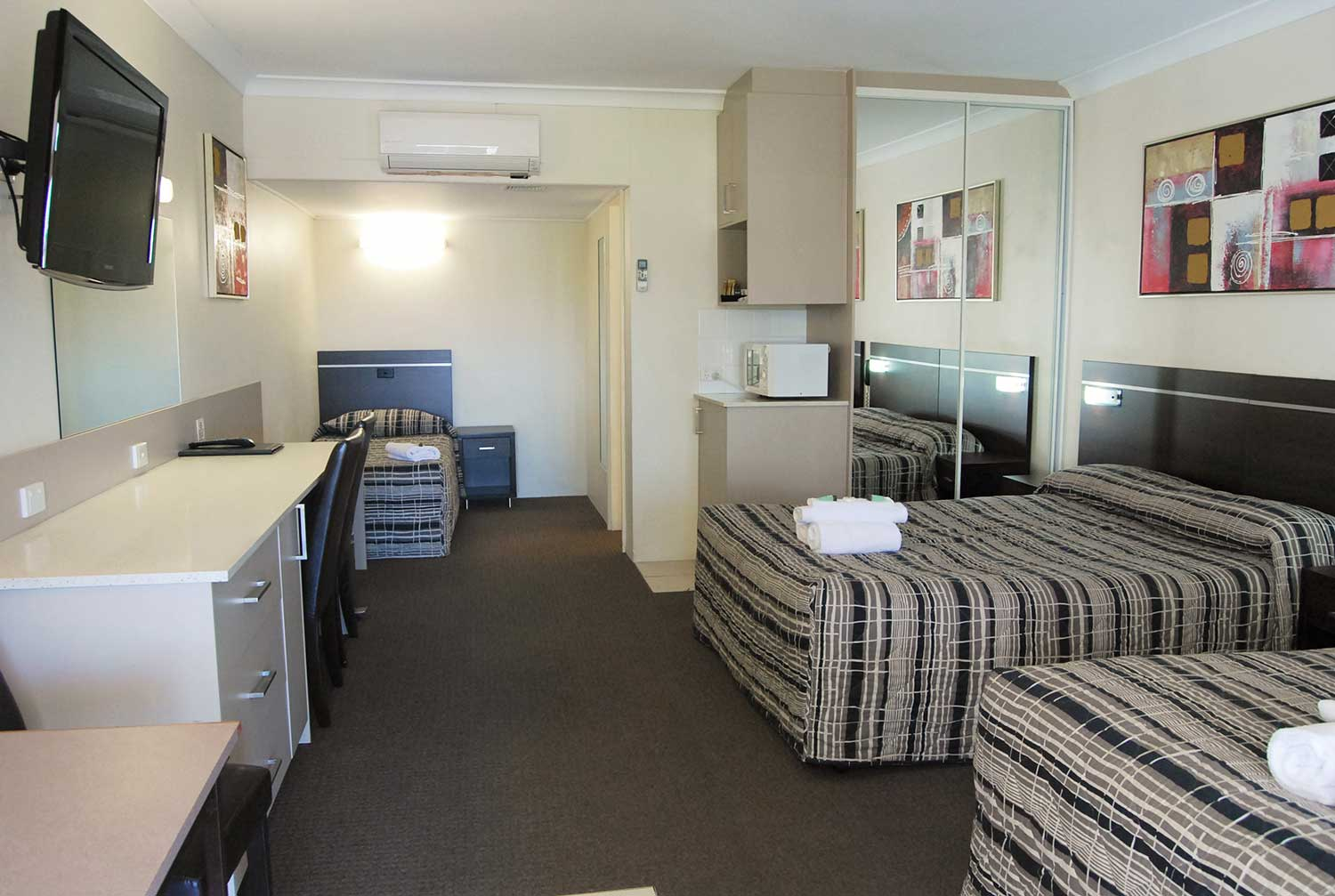 Two Bedroom Unit Room Dubbo